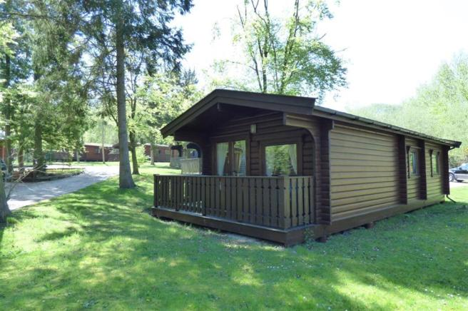 2 bedroom log cabin for sale in kenwick woods louth ln11 for One room log cabin for sale