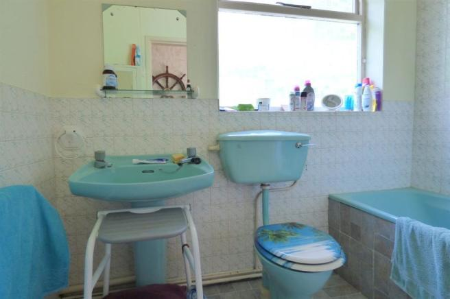 The Laurels Bathroom