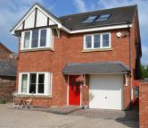 5 bedroom Detached property for sale in Meadow View...