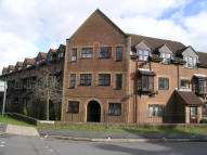 1 bed Ground Flat in Chalet Court, Bordon...