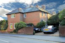 3 bedroom Detached home in Station Road, Epping