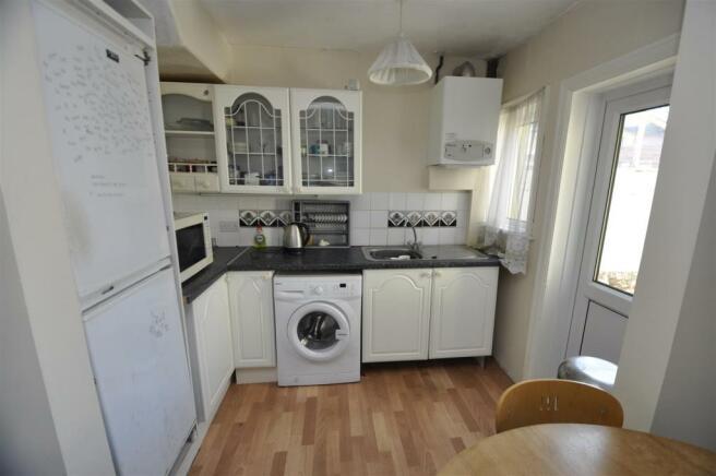 'L' Shaped Kitchen/D