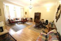 Flat to rent in Rosecroft Avenue...