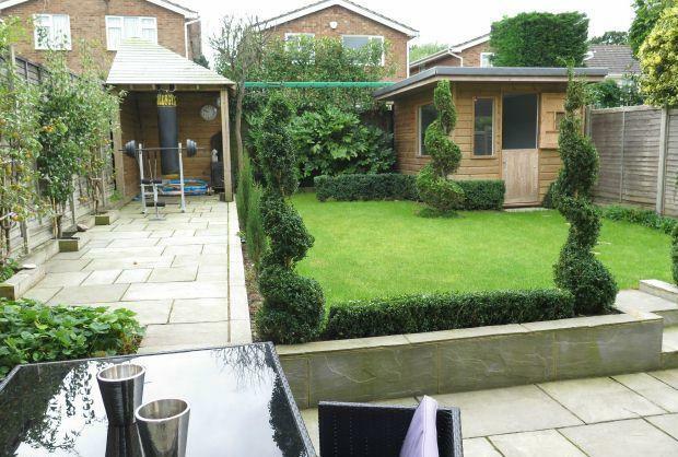 Garden with hobbies room