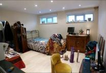 Studio apartment to rent in Finchley Road, London...