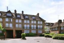 3 bed Flat to rent in Heathview Court...