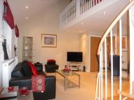 Flat to rent in Elmore Court...