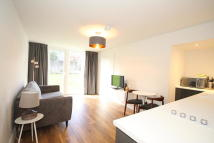1 bedroom Flat to rent in Park Drive, Woking