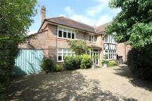 4 bed Detached property in Broxbourne Road...
