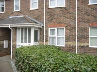 1 bed Ground Flat in Lowestoft Road...