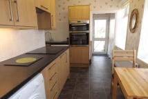 2 bed Maisonette in Swaindale Road, Peverell...