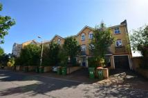 Town House for sale in Beckton