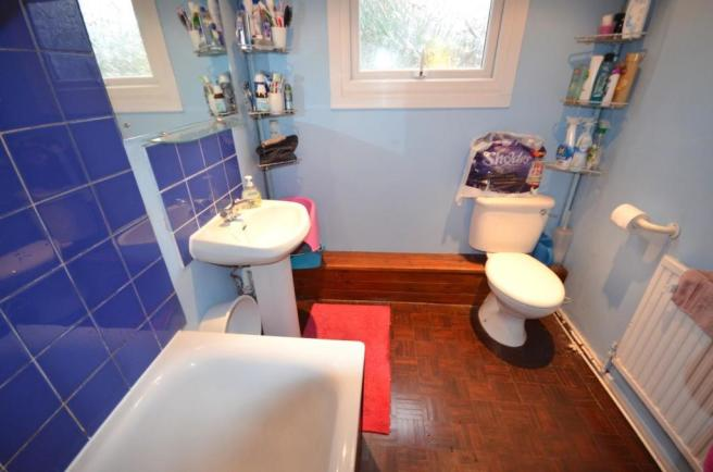 Bathroom (L-shape):