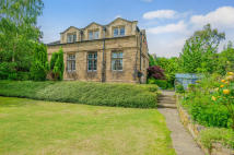 4 bedroom Detached house for sale in Combs Road, Thornhill