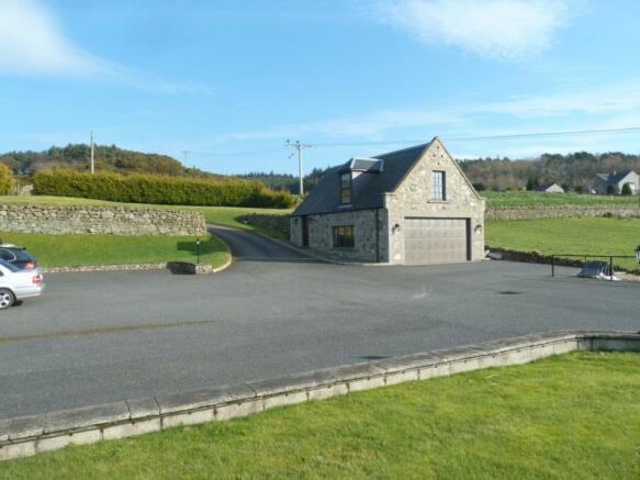 Townhead Lodge - Garage and Driveway
