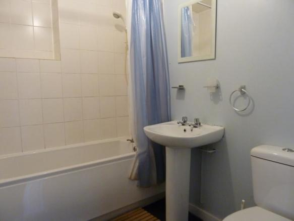 155 Hutcheon Street, Ground Right - Bathroom
