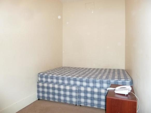 5 Rosebank Place, 1st Left - Bedroom