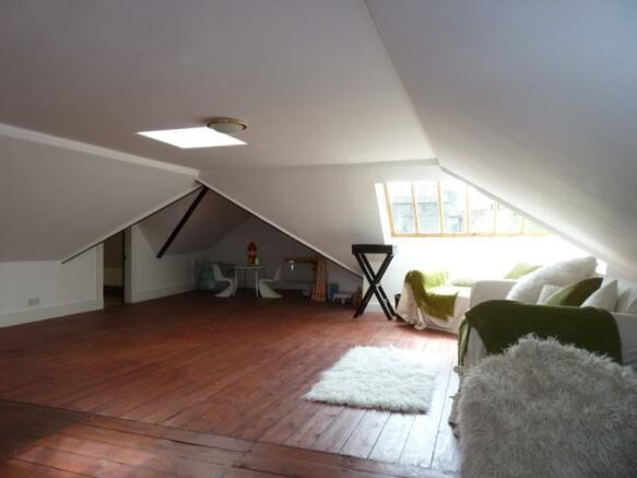 13 Rubislaw Den North, Flat 2 - Attic Room (Family