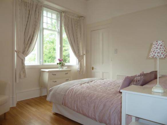 13 Rubislaw Den North, Flat 2 - 2nd Bedroom