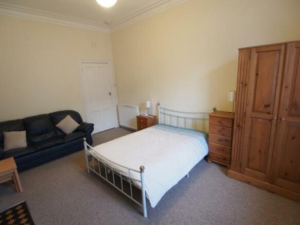 Lounge/Bedroom (2)