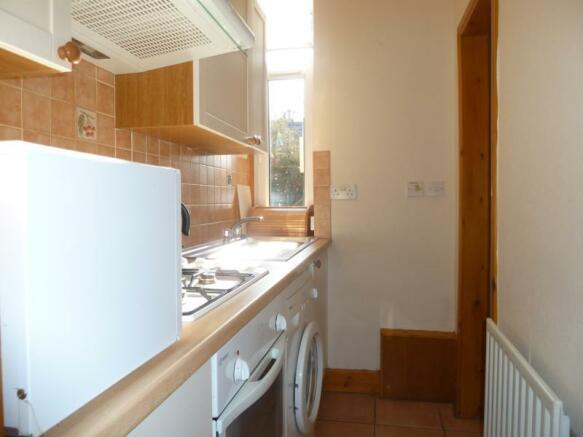 43 Wallfield Crescent - Kitchen