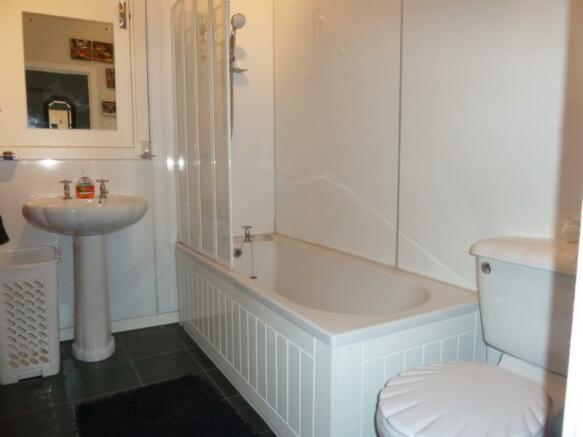274 Hardgate - Bathroom
