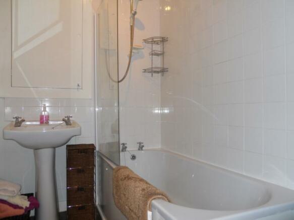 52 Balmoral Terrace - Bathroom