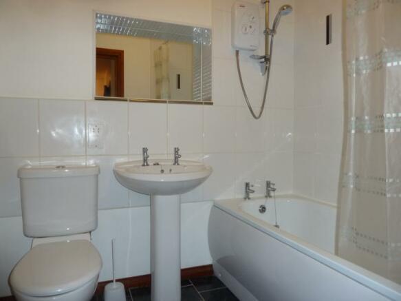 3 Caroline Apartments - Bathroom