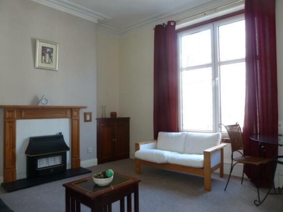 13 Wallfield Place, 1st Left - Lounge