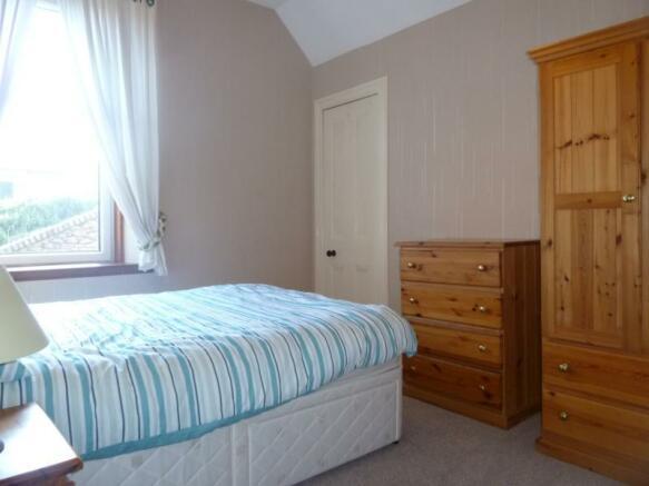 13 Wallfield Place, 1st Left - Bedroom