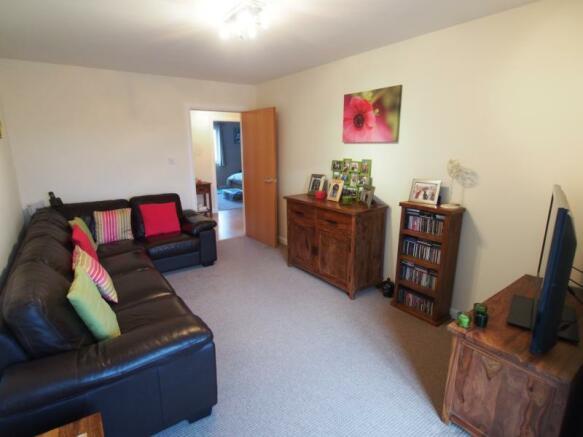 341 Links Road - Lounge