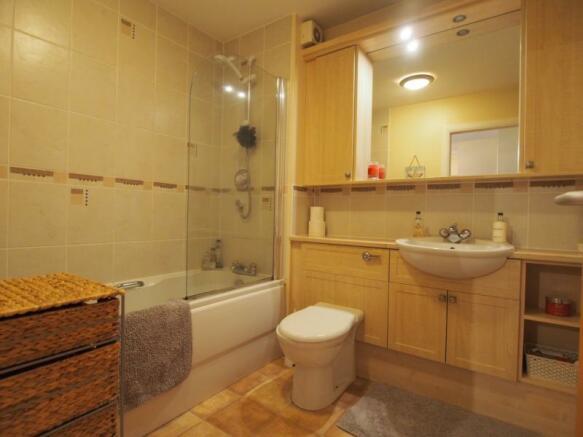 341 Links Road - Bathroom