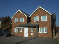 1 bedroom Apartment in Station Road, Cuffley