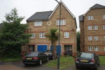 4 bedroom Town House in Woburn Close...