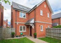 4 bedroom End of Terrace house for sale in The Village Square...