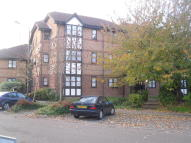 2 bedroom Flat to rent in Frobisher Road, Erith...