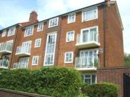 4 bedroom Flat in Southend Crescent...
