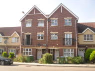 Town House to rent in Battery Road, Thamesmead...