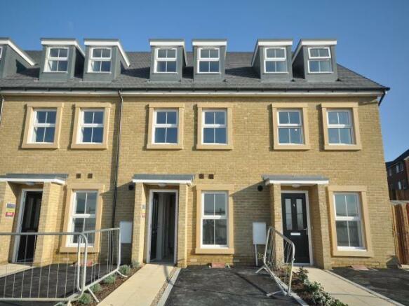 4 bedroom house to rent in perrin road dartford kent da1