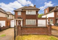 4 bedroom property in Gunnersbury Avenue...