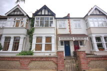 2 bed Flat to rent in Woodstock Avenue, Ealing...
