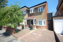 3 bed Flat to rent in Southdown Avenue...