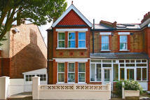 3 bed house in Whitehall Road, Hanwell...