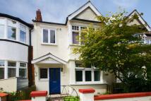 Flat in Midhurst Road, Ealing...
