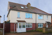 4 bed home in Almond Avenue, Ealing...