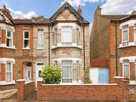 3 bed house in Seward Road, Hanwell...