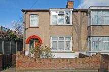 3 bed property for sale in Montague Road, Hanwell