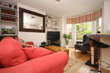 Flat to rent in Oxford Road, Ealing...
