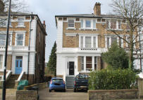 2 bed Flat in Argyle Road, Ealing...