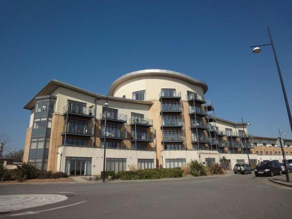 2 Bedroom Apartment For Sale In Lacuna Apartments Windsor Esplanade Cardiff Bay Cf10